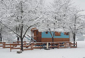 Les roulottes de Verconoix – Vue extérieure en hiver ©D.R.