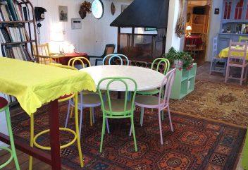 Péniche d'Argile et d'eau – Espace intérieur de repas ©D.R.
